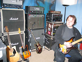Musicplayers Com Features Gt Guitars Gt Steve Rothery