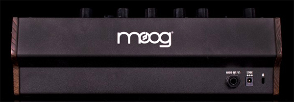 reviews keyboard moog mother 32 semi modular synthesizer. Black Bedroom Furniture Sets. Home Design Ideas
